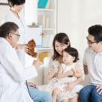 Có nên mua bảo hiểm sức khỏe cho bé khi đã có bảo hiểm y tế?