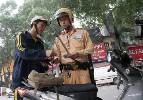 CSGT xử phạt khi không có bảo hiểm xe máy